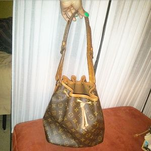 Louis Vuitton Bucket Bag Petit Noe monogram LV